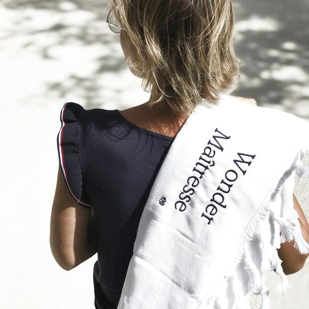 serviette de plage, fouta peshtemal, personnalisation brodée, coloris Marinière blanche